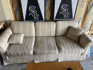 Free couch. Pick up in Plainfield for Sale in Shorewood, IL