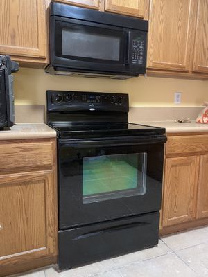 Stove and microwave for Sale in Lauderhill, FL