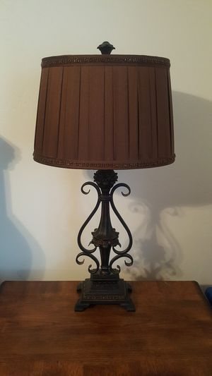 "Tall 32"" table lamp for Sale in Bakersfield, CA"