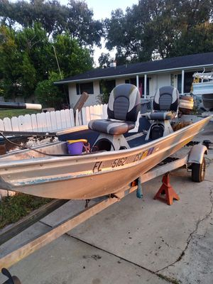 19 foot aluminum bass boat for Sale in Bartow, FL