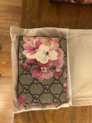 Gucci GG Supreme Monogram Blooms Print Card Case for Sale in West Hollywood, CA