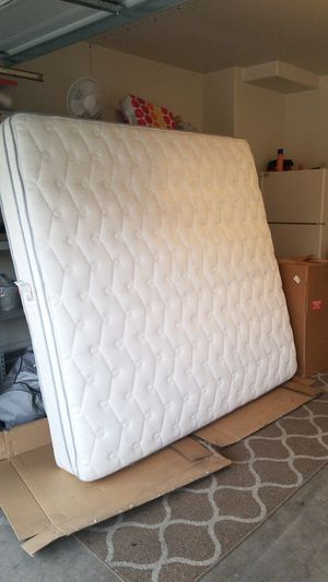 King pillow top mattress.Free ,Like new. for Sale in Gilbert, AZ