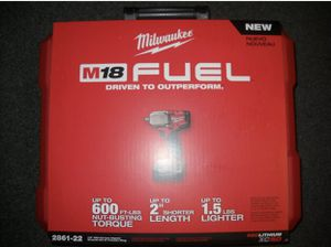 """Milwaukee M18 MID-TORQUE 1/2"""" Impact Wrench Kit. FIRM ON PRICE for Sale in Chicago, IL"""