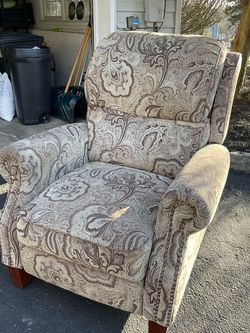 Living Room Chair for Sale in Montvale,  NJ