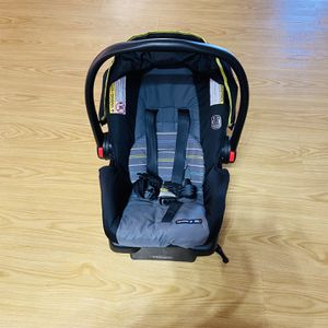 Graco car seat for infant for Sale in Phoenix, AZ