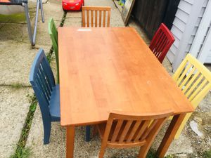 Kids good table w/ 6 chairs for Sale in Chicago, IL