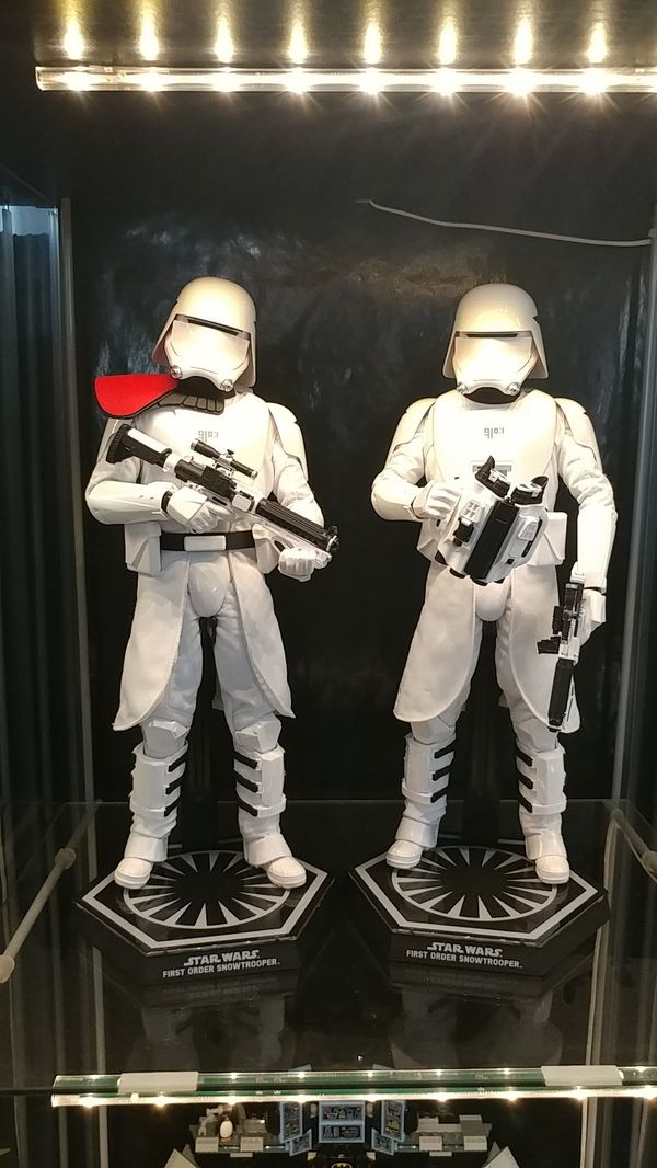 Hot Toys 1:6 scale First Order Snowtroopers