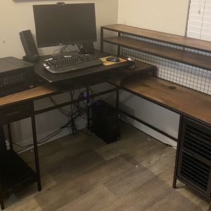 L-Shaped Desk In Good Condition for Sale in Gresham, OR