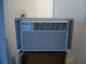 Air Conditioner General Electric 6,300 BTU for Sale in Brooklyn, OH