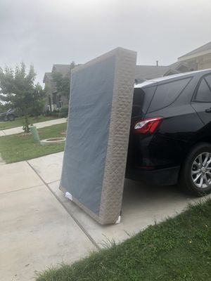 Free queen box spring for Sale in Austin, TX