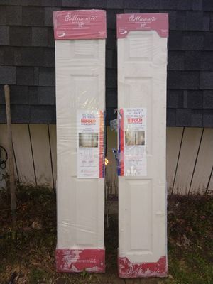 "NEW MASONITE 79"" STANDARD BIFOLD CLOSET DOORS for Sale in Shawnee Hills, OH"