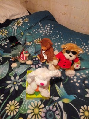4 singing stuffed animal's for Sale in Cleveland, OH