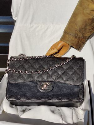 CHANEL Classic Jumbo Double Flap Black Quilted Caviar Leather Silver Bag for Sale in Monterey Park, CA