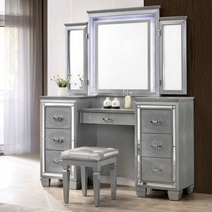 SILVER LED VANITY SET 😍 ON SALE😱 for Sale in Bakersfield, CA