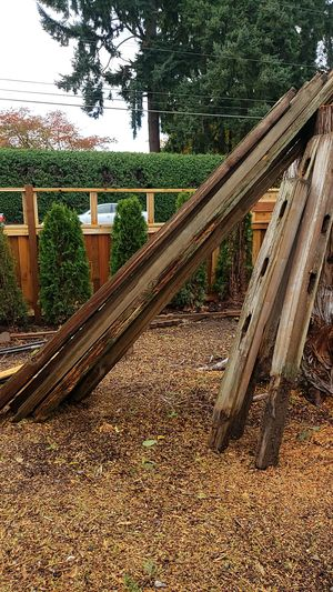 Used 10 feet long with 5 posts split cedar, F R E E for Sale in Gladstone, OR
