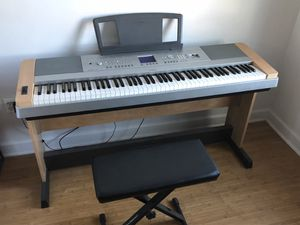 Yamaha Portable Full Keyboard for Sale in Chicago, IL