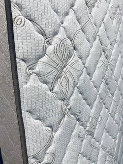 REALLY NICE, SUPER COMFY SERTA PERFECT SLEEPER LUXURY MEDIUM FIRM MATTRESS WITH MATCHING BOXSPRING! DELIVERY AVAILABLE TODAY FOR $25 for Sale in Portland,  OR