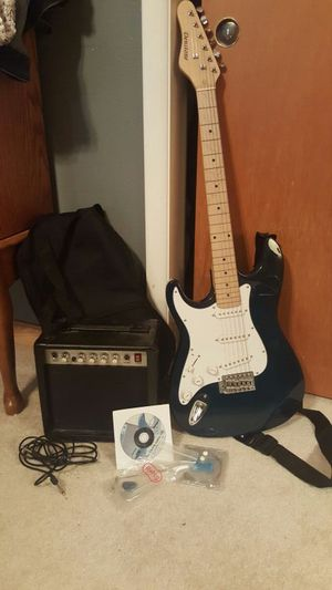 Left handed electric guitar with amp and extras for Sale in East Wenatchee, WA