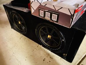$200 no less / New Amp / Kicker Comp 10s / Vented sub box for Sale in Sanger, CA