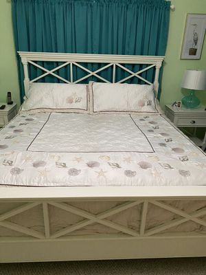Queen size comforter and shams only two years old for Sale in Dagsboro, DE