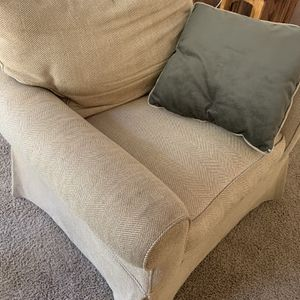 Loveseat And Two Chairs for Sale in Clackamas, OR
