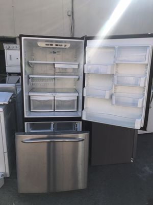 Vertex appliances. Used,GE brand, stainless ,18 cu,ft refrigerator , freezer bottom , great condition for Sale in San Jose, CA