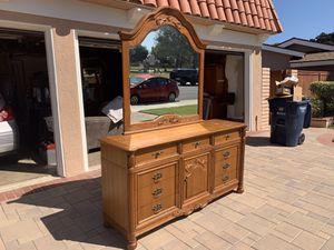 Fine Oak Complete bedroom set for Sale in Huntington Beach, CA