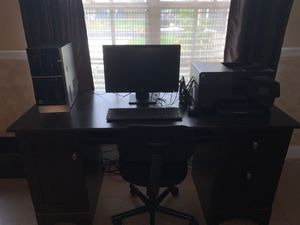Desk with complete desktop HP Pavilion with chair for Sale in Boynton Beach, FL