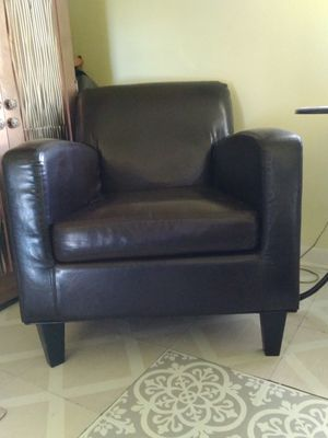 Very comfortable leather like chair excellent condition for Sale in Palm Bay, FL