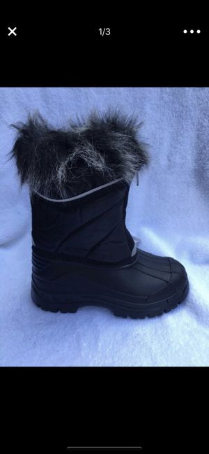 Snow boots for kids size 11,12,13,1, special of the week for Sale in Bell Gardens, CA