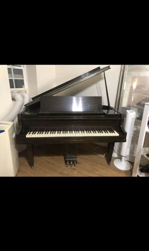 Baby grand piano for Sale in Spring Valley, CA