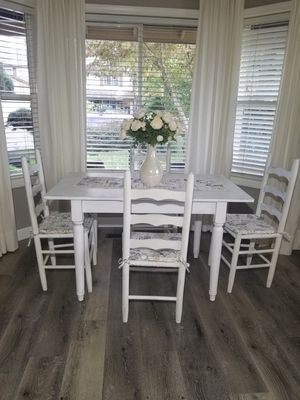 """Farmhouse Style white table & 4 chairs,29""""-40"""" With leaves 50"""" for Sale in Vancouver, WA"""