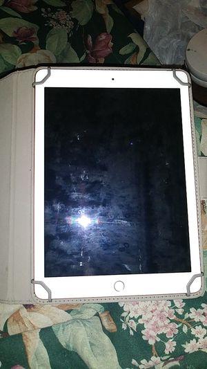 Apple ipad 10.5 inch for Sale in Philadelphia, PA
