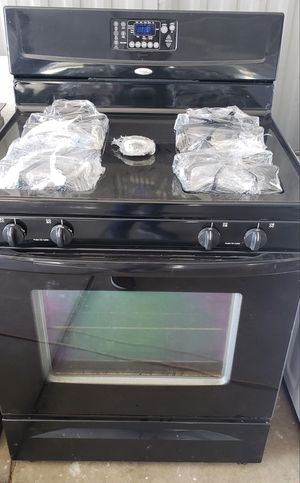 Like New Whirlpool Gas Range Everything Works for Sale in Homeland, CA
