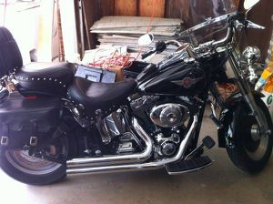 2004 Harley Davidson fuel injected with new windshield and tones of chrome 4000.00 for Sale in Columbus, OH
