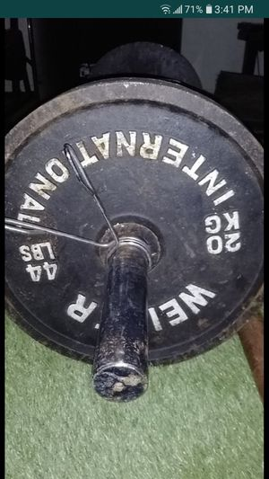 Weights and bar for Sale in Pompano Beach, FL