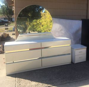 Dresser mirror and night stand for Sale in Sacramento, CA