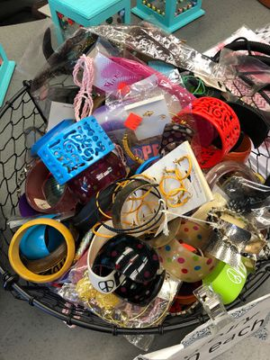 Mixed Bundle of jewelry wholesale deal over 100 pcs for Sale in Avon, IN