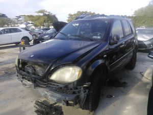 Mercedes ML320, W163, 1998 for parts only for Sale in Clearwater, FL