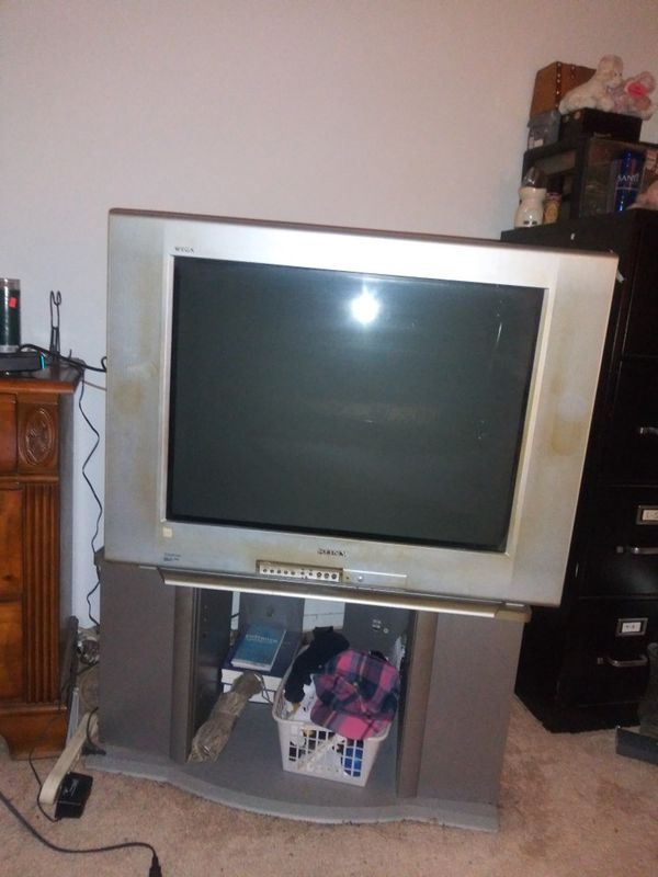 Sony OldSchool 27 or 37 inch Idk works gd picture also Stand