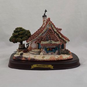 WDCC Enchanted Places Pinocchio Gepetto's Toy Shop with Base for Sale in Miami, FL