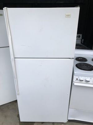 Whirlpool White 16.0 cu ft fridge/freezer for Sale in Lake Tapps, WA