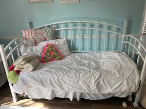 Twin day bed with trundle and mattress for Sale in Melbourne, FL