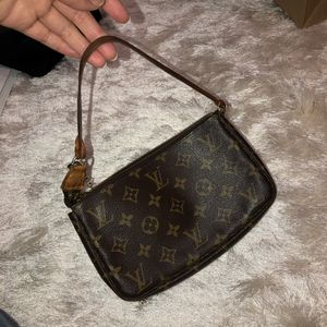 Louis Vuitton shoulder bag for Sale in San Diego, CA