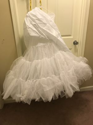 Tulle netting taffeta . Under dress skirt for Sale in Peoria, IL