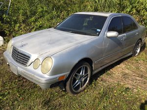 2001 Mercedes Benz E430 for parts for Sale in Clearwater, FL