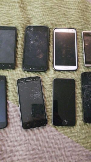 Lot of broken phones for Sale in Hampton, VA