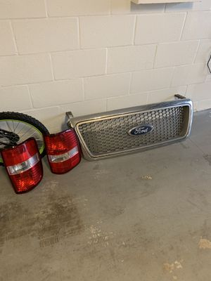 2005 FORD F-150 GRILL AND OEM PAIR OF TAIL LIGHTS !! for Sale in Riverview, FL