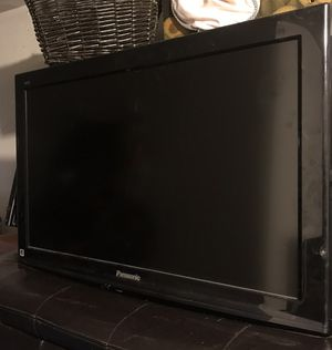 """32"""" flat screen tv Panasonic with articulating wall mount , for Sale in Snohomish, WA"""