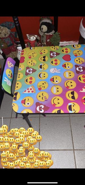 Kids table and 2 chairs for Sale in The Bronx, NY